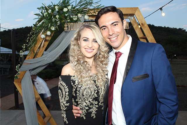 wedding-photo-booth-bridal-couple