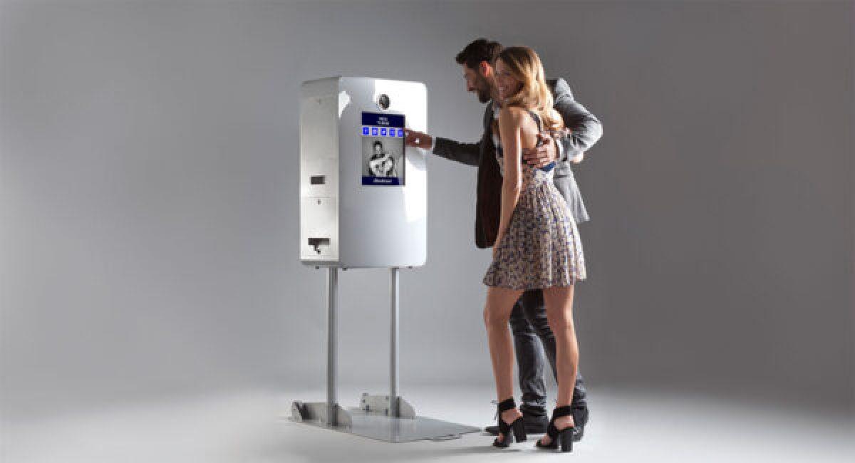 SelfieBox Elite photobooth in use